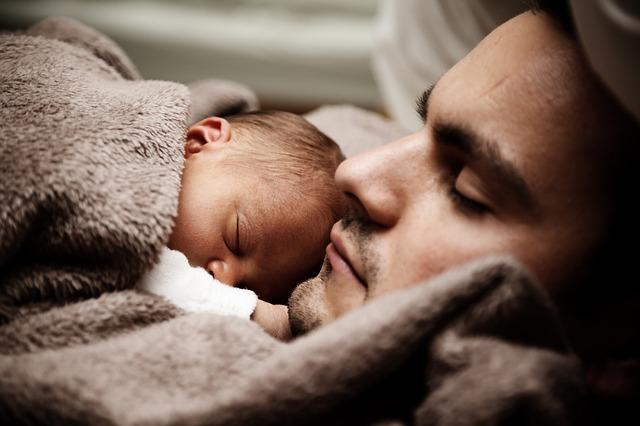 Uporczywy płacz może oznaczać ból brzuszka. Co na zaparcia u noworodka?